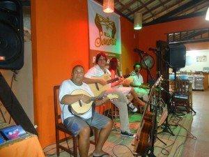 Damião, músico local com o Rede Sonora