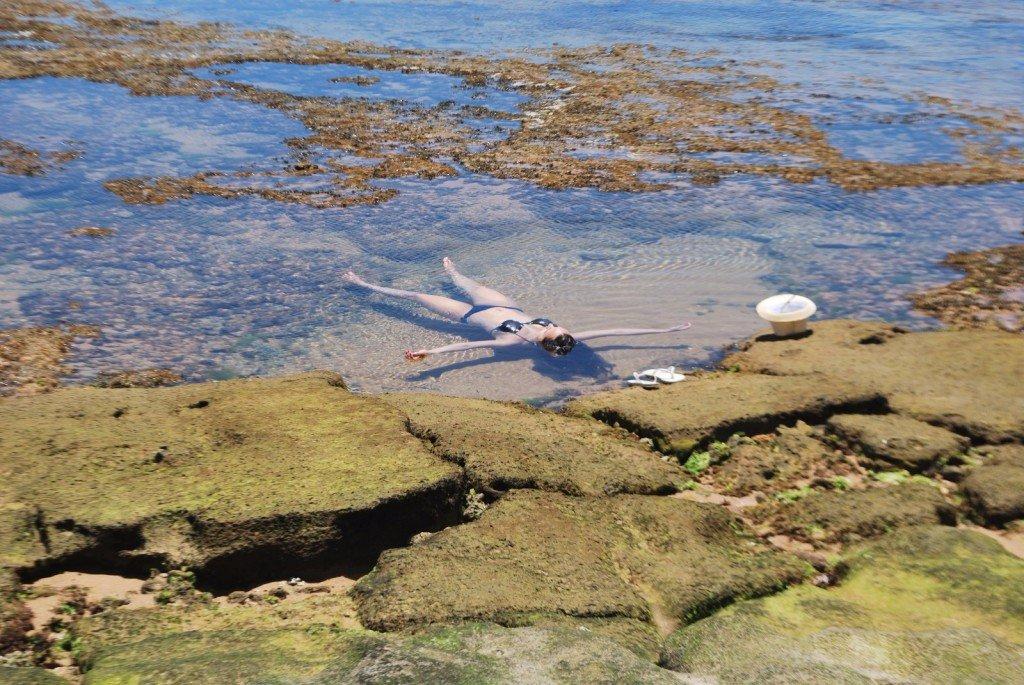 Relax nas piscinas naturais de Praia do Forte
